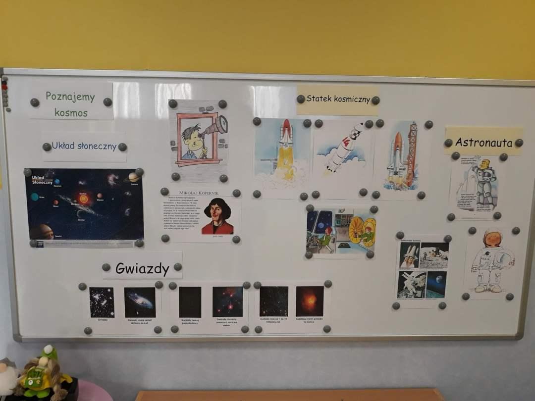Dekoracja sali - Dzień Kosmosu Dzień Kosmosu Dzień Lotnictwa i Kosmonautyki Kreatywnie z dzieckiem Małgorzata Wojkowska