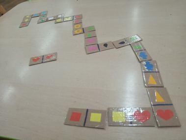 Domino kształty i domino liczby i cyfry Izabela Kowalska Kreatywnie z dzieckiem