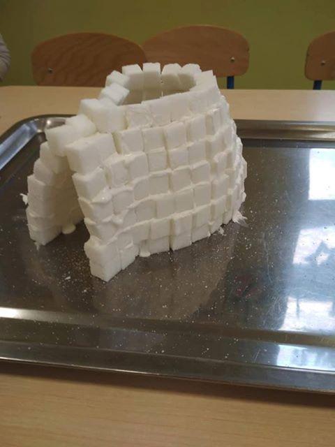 Igloo z kostek cukru Aneta Grądzka-Rudziak Dzień Koloru Białego Prace plastyczne Zima (Prace plastyczne)