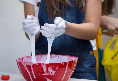 Slime / glutek dla dzieci - 6 innowacyjnych przepisów, które wykonasz w domu Artykuły
