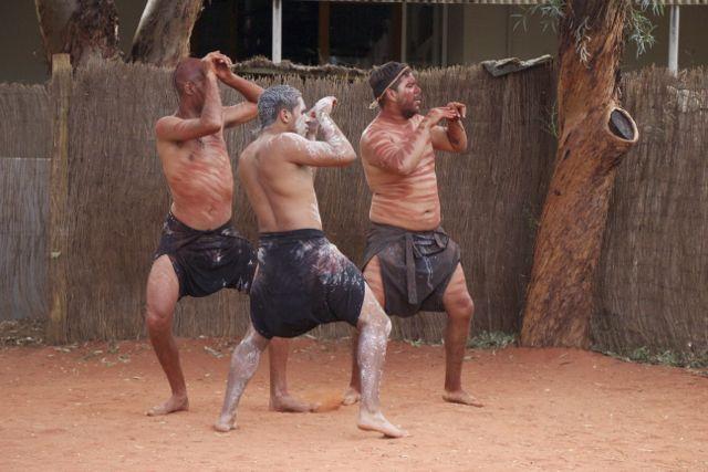 Uluru-Dancers