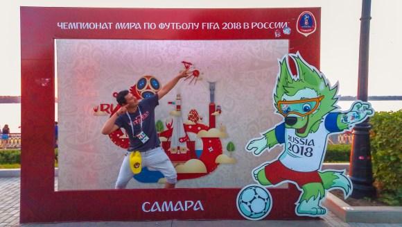 Dejando mi postal en Samara River Art, Rusia