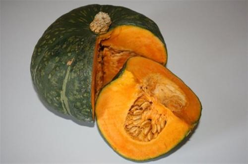 crema-di-zucca-Hokkaido-con-porri-carote-e-batata-ricetta-edy-virgili-biologa-nutrizionista
