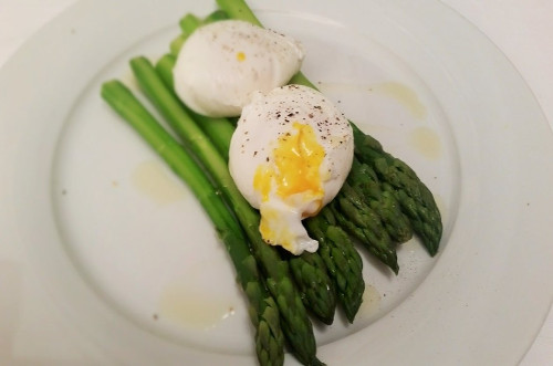 uova-in-camicia-con-asparagi-ricetta-edy-virgili-biologa-nutrizionista