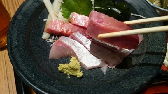 佐海屋旭のお造り2種盛りマグロアップ