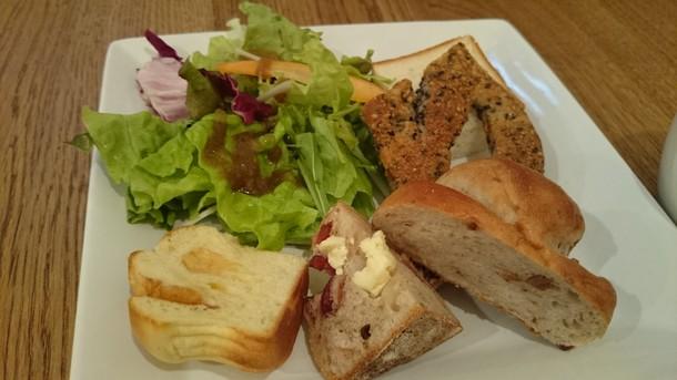 クエロクエラグラタンランチのパン