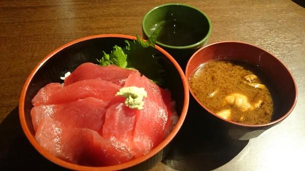 豪快立ち寿司難波南海通り鉄火丼