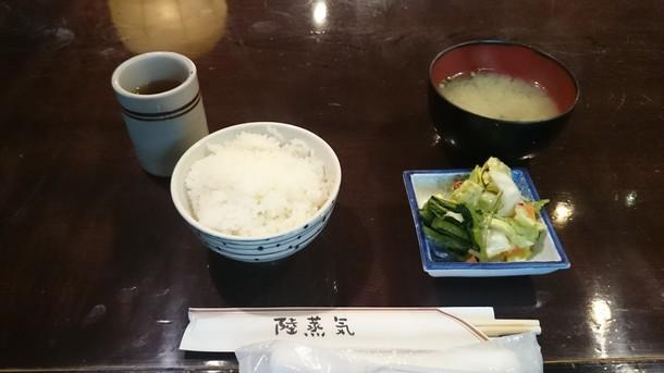 陸蒸気定食のご飯と味噌汁