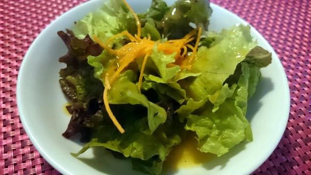 チャコールカレーのサラダ