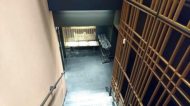 千房エレガンス階段