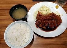 大阪トンテキのメニューは満腹間違いなし!迫力ある豚肉の定食!