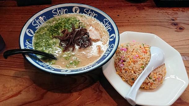 ShinShinラーメン + 半焼き飯