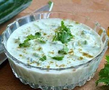 Yoghurt met komkommer en munt