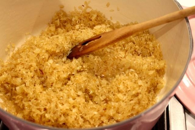 Rijst even aanbakken in olijfolie
