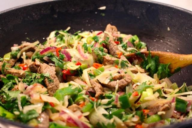 Groentjes en vlees doorwarmen