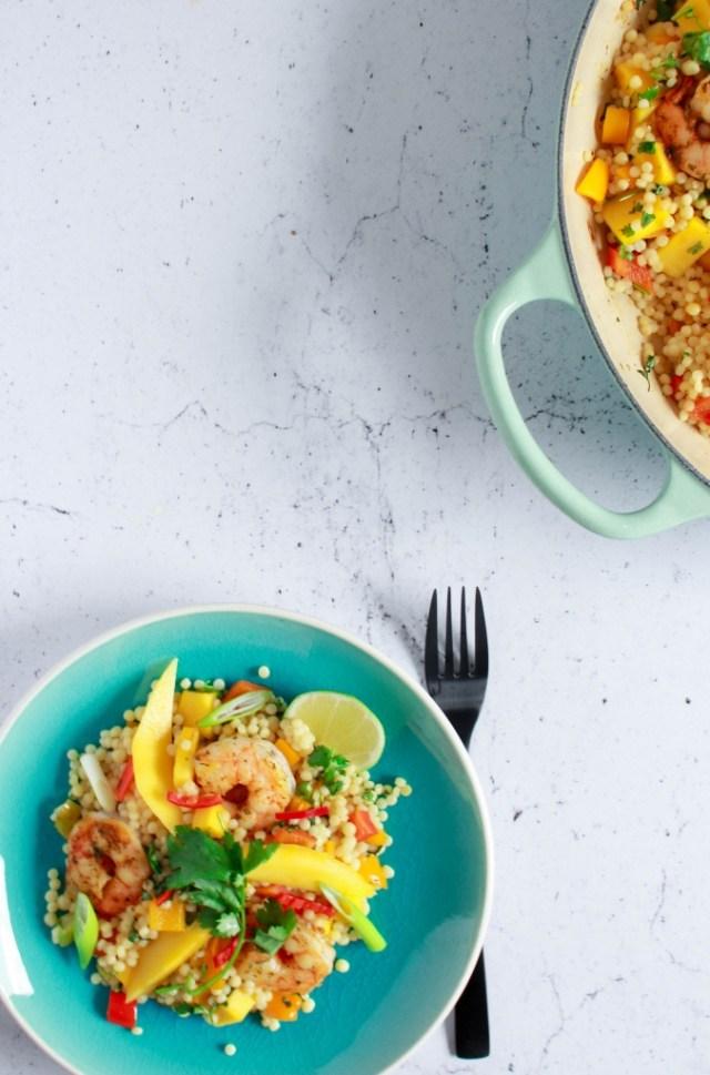 Parelcouscous met scampi en mango / www.eenlepeltjelekkers.be