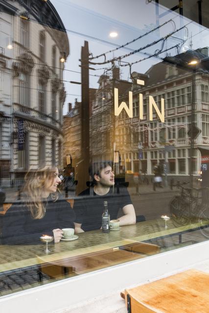 Bar Win - venster / www.eenlepeltjelekkers.be