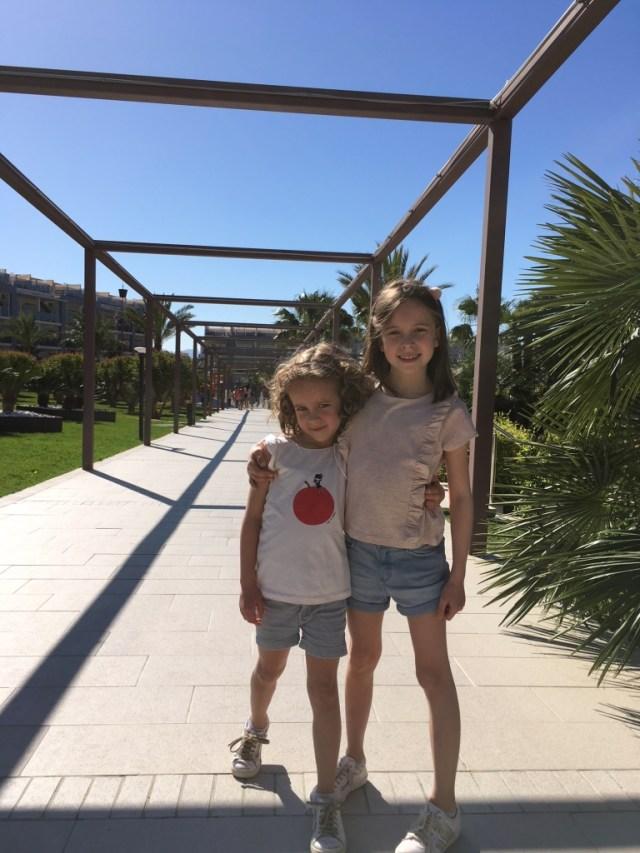 Meisjes in Mallorca / www.eenlepeltjelekkers.be