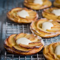 Normandische appeltaartjes met vanilleroom