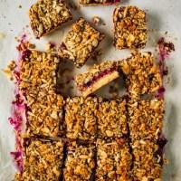 Plaatkoek met pruimen en crumble