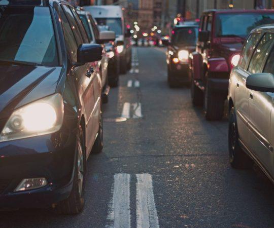 Helsingis tuleb õhtul suur autode meeleavaldus, liikluses seisakud