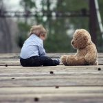 Verdtarretav lugu: kurnatud soome ema lasi lapsel mängunuppe neelata, saatis sellest lapse isale video ja ütles, et laps lämbub ära
