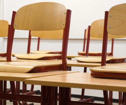 Uus kiusamise juhtum Helsingi koolis: 8. klassi poiss käsutati põlvili ja ähvardati tappa