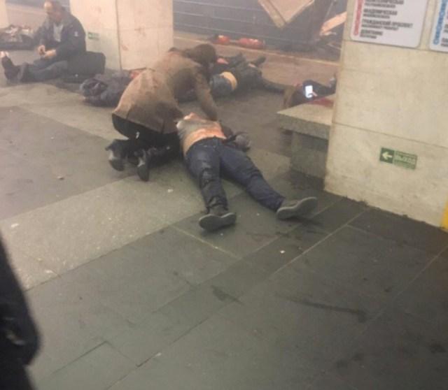 Hirmus plahvatus Peterburi metroos, vähemalt kümme hukkunut