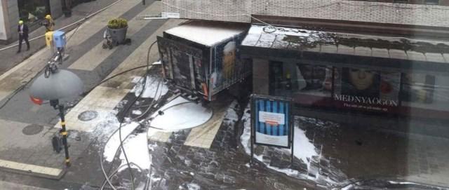 KUUM: veoauto sõitis Stockholmis rahvamassi, kolm hukkunut
