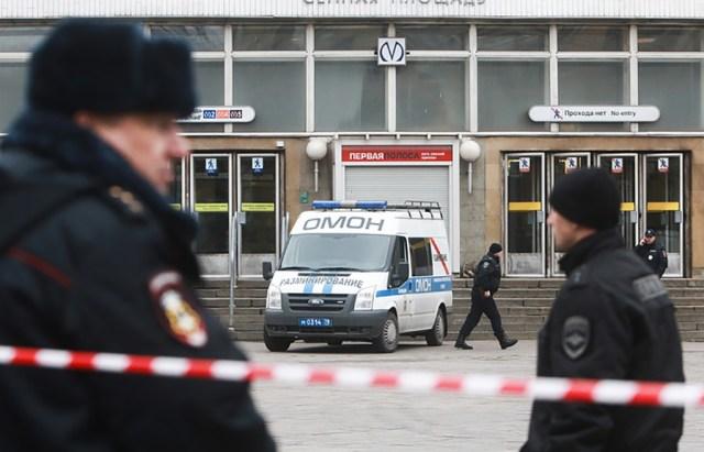 Igal pool veri ja tahm – inimesed kirjeldavad verist esmaspäeva Peterburis