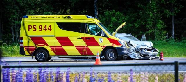 Kuopios põrkasid kokku kiirabi- ja sõiduauto, üks inimene hukkus