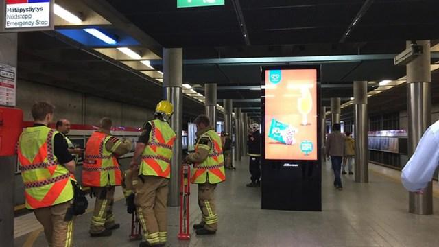 Helsingis jäi 300 inimest metroorongi kinni