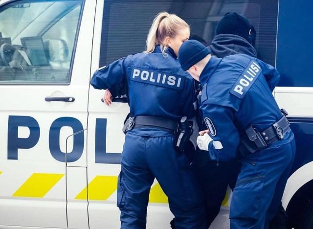Politsei võttis seoses veristatud naisega kinni hulga Espoo noorukeid