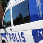 Autovaras põrkas Vantaal politseiga kokku