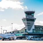 Helsingi-Vantaa lennuväljal oli ohuolukord: maandunud lennukis oli suitsu lõhn ja reisijad evakueeriti