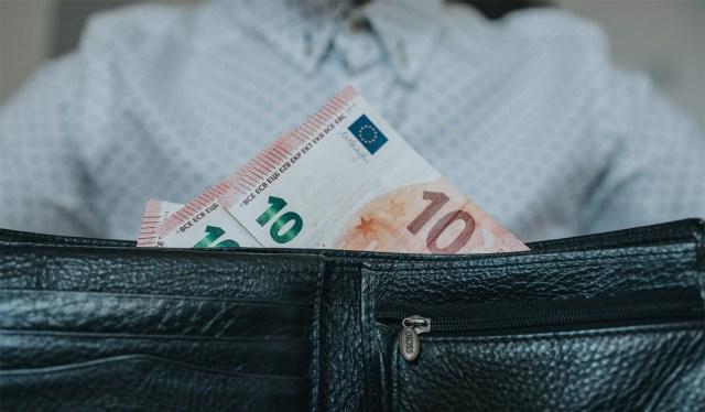 Soomlastel seisab erakordselt palju raha arvetel, samuti sukasääres