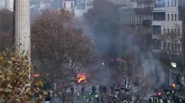 Prantsuse revolutsioon jätkub, Pariis on jälle leekides