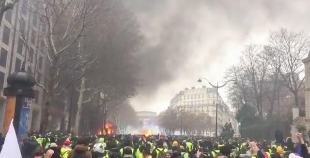 Pariis on taas leekides