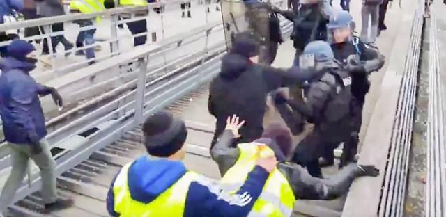 VIDEO: Kollaste vestidega liitus endine Prantsuse poksitšempion, kes märulipolitseinikke nüpeldas