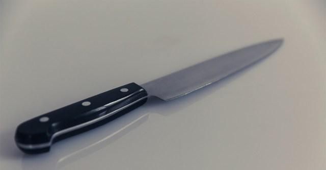 Kole juhtum Vantaal: mehe kaela nüsiti noaga, kannatanu lõi teisel hambad sisse