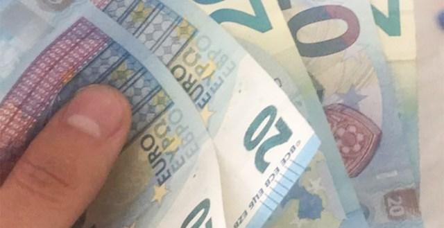 Libapolitseinik pettis vanurilt Helsingis välja sadu eurosid  – andis korralduse viia pangakaart trepikotta mati alla