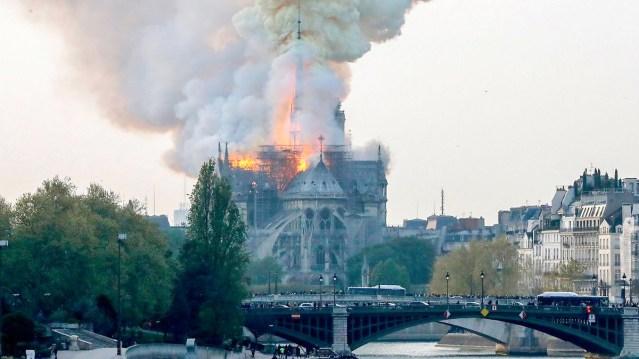 Notre Dame'i põlenguga paiskus taevasse 300 tonni pliid, lapsed ja rasedad naised ohus