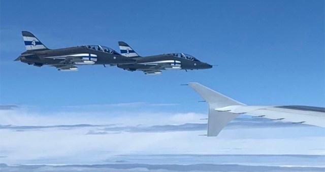 PILDID JA VIDEO: Soome hävitajad saatmas hokimeeskonna lennukit koju