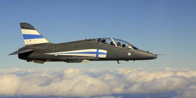 Lind lendas Turu lennunäitusel lennuki mootorisse, kohale kutsuti päästeteenistus