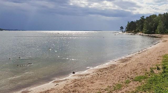 Soomes rahuldas mees end ujumisrannas laste nähes, politsei võttis ta kinni