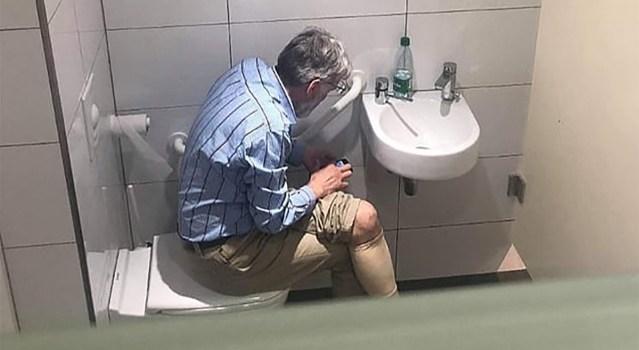 JUHTUB: Lätlasest male suurmeister jäi vahele, kui kasutas tualetis käies telefoni