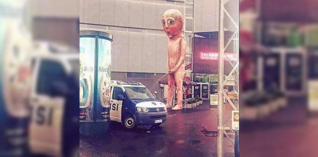 Erakordne vaatepilt: politsei pesi Helsingis pissiva poisi all auto esiklaasi