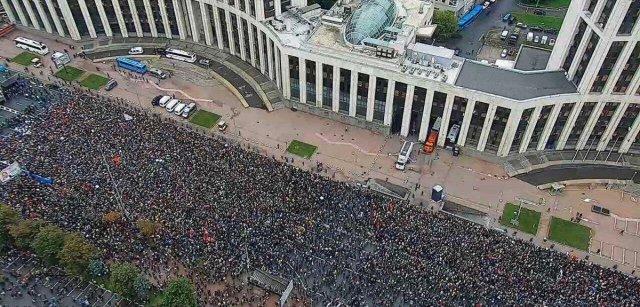 PILDID JA VIDEO: Moskvas oli täna hiiglaslik meeleavaldus, väljas oli ligi 50 000 inimest
