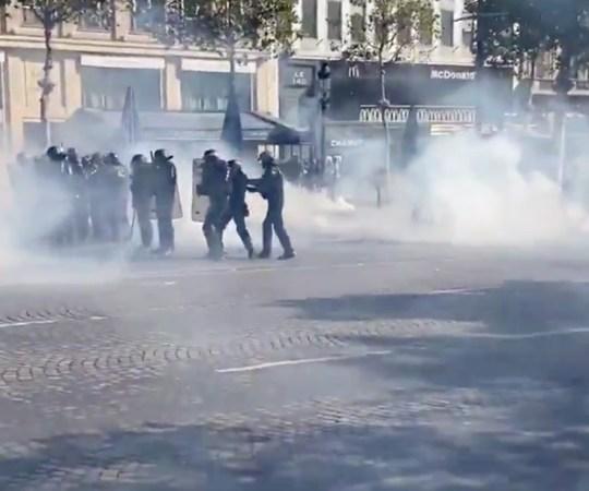 Pariisis on taas möll lahti, kliimasõdalased on ühinenud kollaste vestidega, sajad vahistatud
