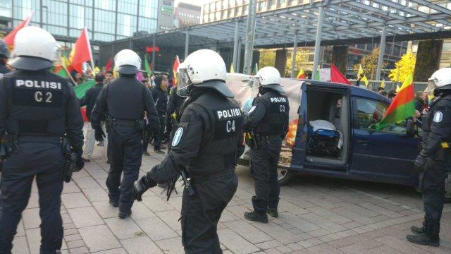 KUUM: Politsei sekkus Helsingi kesklinnas toimuvasse meeleavaldusse